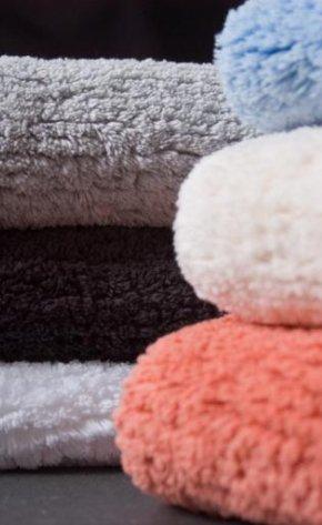 Махровые коврики для ванной комнаты из коллекции Christian Fischbacher.